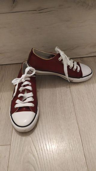 Zapatos efecto cuero granates