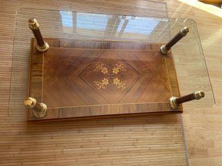 Mesa auxiliar de madera y cristal