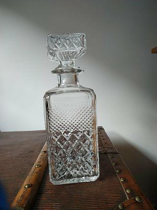 Botella labrada para licor