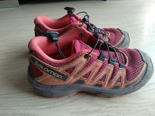 zapatillas trail running/montaña Salomon