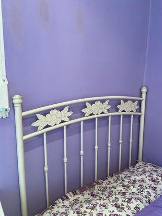 Cabezal de forja blanco detalle flor