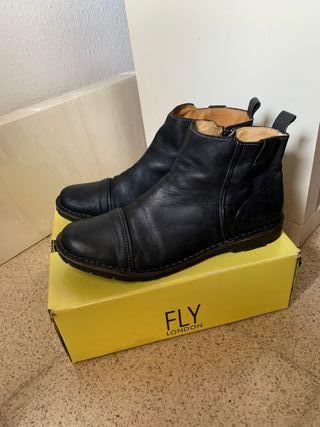 Botas Negras Fly London talla45