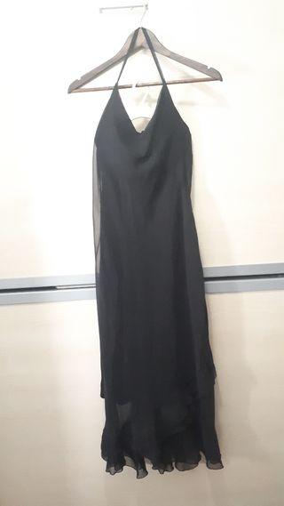 vestido con la espalda descubierta
