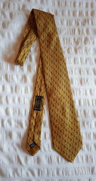 Corbata marca Fendi original.