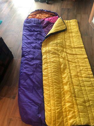 Tres lotes de sacos de dormir uno de verano y otro