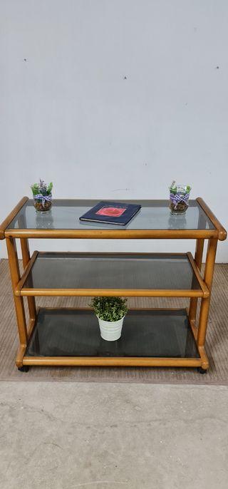 Mesa auxiliar con ruedas. De madera y cristal
