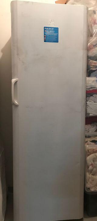 ¡Oferta!! Congelador vertical indesit 6 cajones