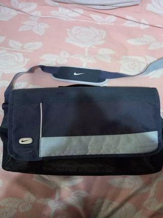 maletin para portatil nike