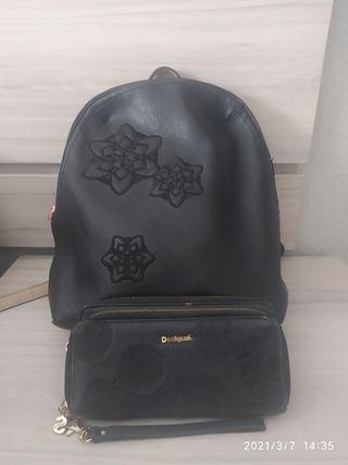 mochila y cartera desigual