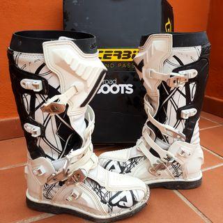 Equipacion motocros fox, acerbis, casco, botas