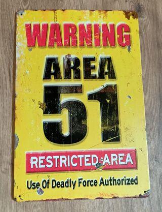 Cartel decoración de metal. Área 51