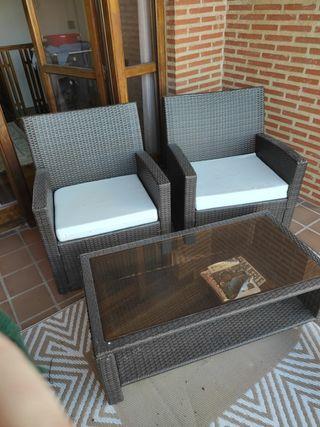 sillones y mesa jardin