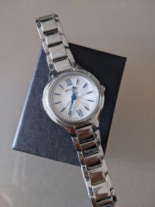 Bulova reloj de mujer color plata