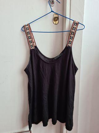 camiseta top negro con tirantes de colores