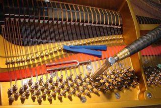 Afinador de piano. Ajustes y mantenimiento.