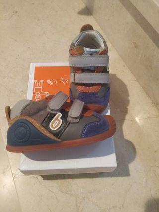 zapato biomecánis talla 21 . Casi nuevo