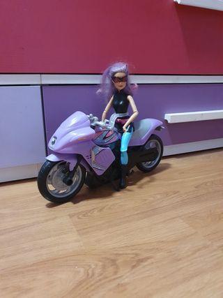 Moto barbie y muñeca