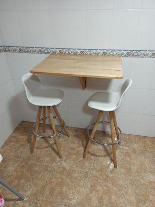 mesa y taburetes