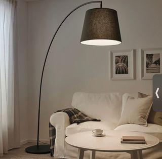 Lámpara pie de salón