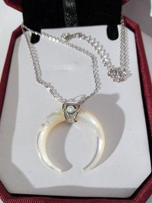 Gargantilla de plata, piedra luna y circonitas