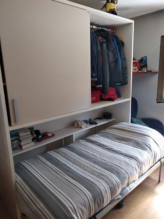 cama abatible con armario en blanco y gris