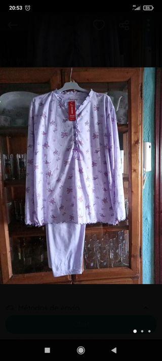 pijama con etiqueta