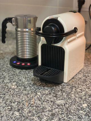 Cafetera Nespresso y Aerochino