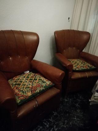 Dos sillones orejeros