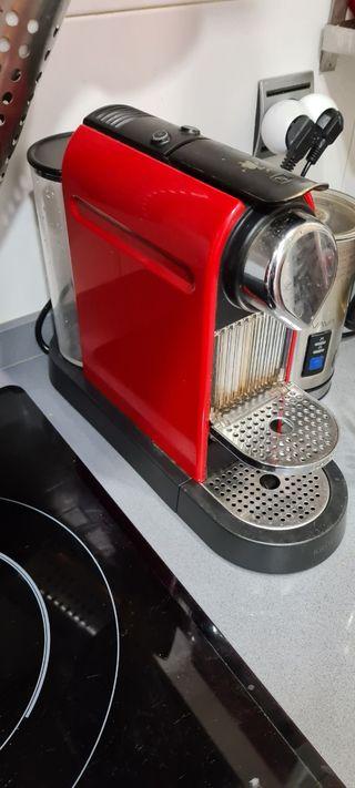 Cafetera nespresso krups con 110 capsulas
