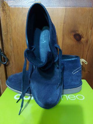 tenis con rueda N35y zapatos y botines N37