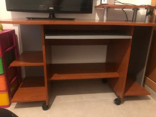 escritorio muy amplio