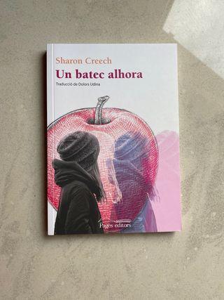 """Libro """"Un batec alhora"""" de Sharon Creech."""