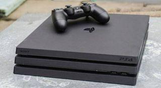 PS4 PRO (1000GB)