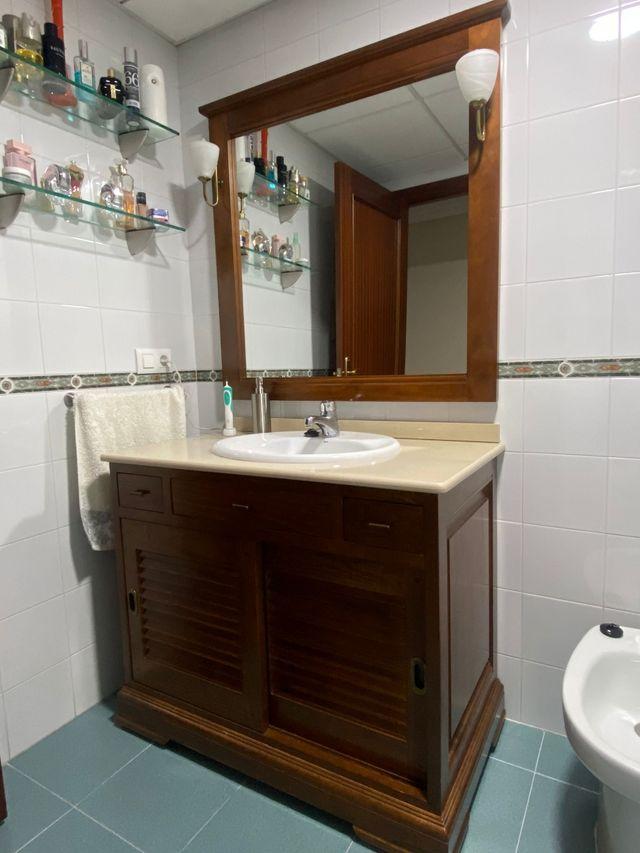 Mueble cuarto de baño con lavabo y espejo de segunda mano ...